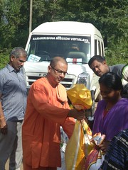 """Kerala Flood Relief Work by Ramakrishna Mission, Coimbatore <a style=""""margin-left:10px; font-size:0.8em;"""" href=""""http://www.flickr.com/photos/47844184@N02/44509210521/"""" target=""""_blank"""">@flickr</a>"""