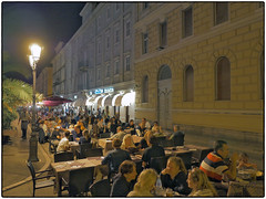Day 9 • Trieste, Canale Grande, Friday Night (/RealityScanner/) Tags: italy italien triest trieste canalegrande people leute menge menschen restaurant dinner crowd laternen lanterns panasonic lumix gx9 urlaub reise travel nacht night