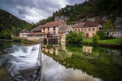 Reflections on la Loue (Rémi FERRIERI) Tags: doubs ornans rivière vallée river france village water eay nuage clouds symmetry sony a7 tokina firin 20mm