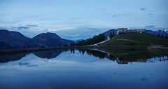 Nach der Lesung am Speichersee Brunnach (eulenbilder) Tags: brunnach lesung alm abendstimmung speicher wasser wolken blauestunde bergerlesen bodohell wolfgangpuschnig