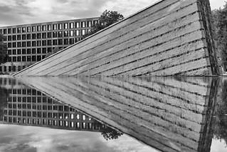 Wasseranlage von Girot - Sinkende Mauer