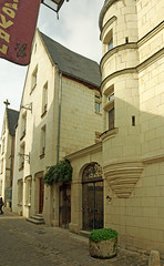Chinon (Indre-et-Loire) (sybarite48) Tags: chinon indreetloire france hôtelpoirierdebeauvais hôtelparticulier mansion herrenhausaus فندقخاص 厦 casagrande αρχοντικό マンション palazzo magione casasignorile herenhuis landhuis pałac mansão особняк konak konakta