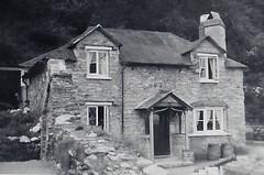 Smugglers Cottage Lee Ilfracombe Devon 1950 (Bury Gardener) Tags: bw blackandwhite oldies old snaps scans england uk britain 1950s 1950 monochrome mono devon