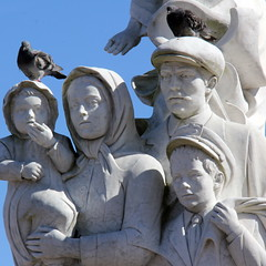 Monument to the Immigrants (asitrac) Tags: 48filltheframe 52 52in2018challenge 60d asitrac americas amériques architecture art canon color etatsunis louisiana msy nature neworleans northamerica people sculpture sky travel usa unitedstates woldenbergpark blanc ciel eos family form framed monument rawcr2 someone space statue texture white ©asitraceomissisippiimmigrantsmarmorwhite