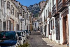 Grazalema, Cádiz (Jesus M Glez) Tags: grazalema pueblo sierra cádiz calle casas blancos azules cielo balcones rejas
