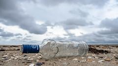 Cheers! (Jan R. Ubels) Tags: em1 olympusem1 olympus texel beach strand bottle fles