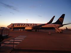 FLYING TO ALICANTE - SEPTEMBER 2018 (CovBoy2007) Tags: aircraft aeroplane aeroplanes jetplane ryanair boeing737800 airport eastmidlandsairport boeing