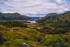 Ladies View, Gap of Dunloe, Ring of Kerry (-liyen-) Tags: ringofkerry ladiesviewkerry gapofdunloe lakesofkillarney ireland landscape lakes beauty hills fujixt2 challengeyouwinner cyunanimous