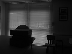 (Jean-Luc Léopoldi) Tags: intérieur sombre fenêtre storevénitien silhouettes