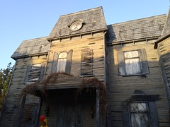IMG_20171019_173325 (hauntletmedia) Tags: halloween halloweenhaunts mazes scary haunts halloweenmazes hauntedhouses hauntedhouse pennywise warnerbros horrormadehere neibolthouse georgie itmovie wb it