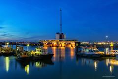 Botlek, Geulhaven (Peet de Rouw) Tags: botlek geulhaven verkeerscentrale havenbedrijf nacht nachtfotografie denachtdienst peetderouw canon5dmarkiv canonef24105mmf4lisusm holland