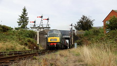 Leaving Loughborough (Duck 1966) Tags: d832 onslaught buryhydraulicgroup gcr emrps timelineevents diesel locomotive