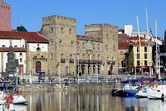 GIJON - EL PALACIO DE REVILLAGIGEDO - VISTA DESDE EL PUERTO DEPORTIVO (mflinera) Tags: gijón asturias palacio revillagigedo puerto deportivo vista
