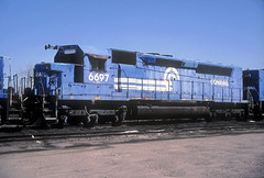 Conrail SDP45 6697 (Chuck Zeiler) Tags: cr conrail sdp45 6697 railroad emd locomotive bensenville train chuckzeiler chz