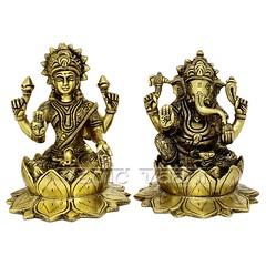 Lakshmi Ganesh Idol Sitting on Lotus Flower in Brass | From Vedic Vaani™ (vedicvaani.com) Tags: deity god hindu idol idols statue sculpture ganesh ganesha ganpati vighanharta vighaneshwar moreshwar lord brass lakshmi shiva goddess parvati vinayaka vignesh ganapathy pillayar hindus worshipped ganas sri