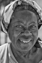 sorriso cubano (mat56.) Tags: ritratto ritratti portrait portraits sorriso smile donna woman people persone viso face bianco black nero white lavana lahabana cuba antonio romei mat56