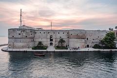 Italy - Taranto (SergioQ79) Tags: castello castle water acqua mare sea italia italy taranto puglia barche boat ngc