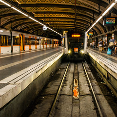 Linies de metro (Ramon InMar) Tags: metro ferrocarrils underground barcelona train tren estacio station