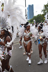 DSC_8334 Notting Hill Caribbean Carnival London Exotic Colourful Silver Costume with White Ostrich Feather Headdress Girls Dancing Showgirl Performers Aug 27 2018 Stunning Ladies (photographer695) Tags: notting hill caribbean carnival london exotic colourful costume girls dancing showgirl performers aug 27 2018 stunning ladies silver with white ostrich feather headdress