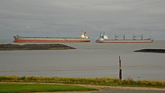 Tanker and freighter passing on the river Elbe near Cuxhaven-Döse (Manfred_H.) Tags: vehicles fahrzeuge wasserfahrzeuge watervehicles ships schiffe freighter frachter begegnung encounter riverelbe cuxhaven doese tanker