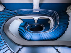 Bluer than real (katrin glaesmann) Tags: hannover niedersachsen lowersaxony neuesrathaus newtownhall staircase treppe treppenhaus blue architecture