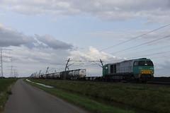 Kombirail 92 80 1272 405-2 D-ATLD met containertrein over de Betuweroute bij Bemmel 30-08-2018 (marcelwijers) Tags: kombirail 92 80 1272 4052 datld met containertrein over de betuweroute bij bemmel 30082018 272 405 betuwe route container trein containers trentrenes treno eisenbhn bahn nederland niederlande netherlands pays bas vossloh g2000 g 2000 3 bb 5001606 baujahr 2005 eba 05e31k 005 bbdh 1435 mm