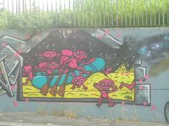 027 (en-ri) Tags: yokr alieni alines piramoidi gommone rosa giallo fuxia nero torino wall muro graffiti writing
