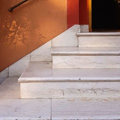 marches blanches (maggy le saux) Tags: step peldaño marche escalier stair white blanc diagonal orangeredblack