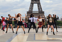 Dancing in Paris (Jan Kranendonk) Tags: paris france french europe eiffeltower eiffel tower landmark cloudy clouds platform panorama kids children people girls female dance dancing performing performance outside pretty colored white lifestyle young youth diversity black tourism tourists travel ethnic inclusive multiculturalism multiculture culture esplanade du trocadero