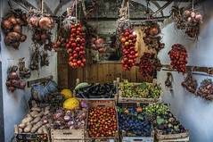 Km 0 (Nunzio Pascale) Tags: grocery greengrocer vegetables piennoli tomatoes onions serrarafontana km0