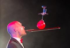 Richardo (Guy Goetzinger) Tags: goetzinger nikon d500 artist jongleur cirus show performance stage künstler red richardo swedish acrobatic balance