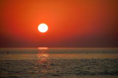 Orange soul (Raquel Borrrero) Tags: sea sunshine sunlight sunset orange reflection reflejo sol coucherdesoleil soleil puestadesol atardecer naranja mar