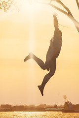 """Tree Swinger"" (Omegapepper) Tags: wallpaper screenarchery screenshot gaming gametography games videogame spiderman ps4 pro male protagonist hero superhero minimalistic minimalist 4k"