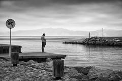 Pensando en nada (Roberto Jorge Escudero) Tags: blancoynegro solitario soledad marycielo altamporda costabrava meditacion
