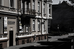On the street (Rubina V.) Tags: menschen monochrom polen slubice streetphotography städte strasen street häuser house monochrome city poland