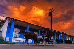 Anocheciendo (Carpetovetón) Tags: cielo atardecer anochecer viñales cuba caballo carro colores