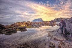 (413/18) en la Mar Morta (Pablo Arias) Tags: pabloarias photoshop ps capturendx españa photomatix nubes cielo mar agua mediterráneo personas rocas peñónifach atardecer benissa alicante