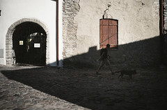 doggo (gato-gato-gato) Tags: 35mm asph baltikum ee estland estonia europe iso400 ilford kesklinna ls600 latvia leica leicamp leicasummiluxm35mmf14 leicasummiluxm35mmf14asph lettland litauen lithuania mp messsucher noritsu noritsuls600 strasse street streetphotographer streetphotography streettogs summilux wetzlar adventure analog analogphotography aspherical baltic believeinfilm black classic film filmisnotdead filmphotography flickr gatogatogato gatogatogatoch holidays homedeveloped manual mechanicalperfection rangefinder streetphoto streetpic tobiasgaulkech travel vacation white wwwgatogatogatoch harjumaakond manualfocus manuellerfokus manualmode schwarz weiss bw blanco negro monochrom monochrome blanc noir