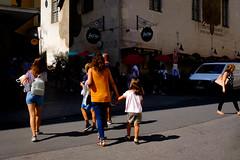 Summer in Orange (edelweisskoenig) Tags: eu europeeuropa germany deutschland bavaria bayern munich münchen city stadt life leben street strasse streetphotography streetlife strase orange summer sommer