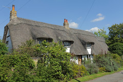 Balsham Village Cottage (Adam Swaine) Tags: cottage cottages villagecottage englishcottage england english englishvillages thatchedcottage cambs cambsvillages beautiful village villages rural ruralvillages eastanglia canon counties uk ukcounties