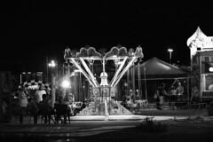 DSC_7658_4776. Al Luna Park - At the Fun-fair. (angelo appoloni) Tags: parco divertimenti notturna giostre persone bambini che si divertono luci ombre bianco e nero amusement park night roundabouts people children have fun lightsi shadows black white