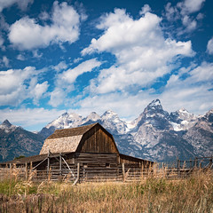 john moulton barn - grand teton national park (laughlinc) Tags: laughlinc nikon1755mm24 mountain johnmoultonbarn sky nikond7200 grandtetonnationalpark barn nikon wyoming
