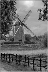 Le moulin a vent (aminekaytoni) Tags: moulin vent windmill belgium belgie nature black white vintage oud old fashion ancien ancienne histoire blanc noir wind belgique flandre vlaams vlanderen canon700d 50mm