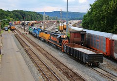 Dehumped (BravoDelta1999) Tags: csxt csx transportation baltimoreandohio railroad bo railway keystonesubdivision connellsville yard pennsylvania wheelingandlakeerie wle emd sd403 3016 manifest train ge et44ah 3415 intermodal