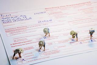 Die Verordnung einer Krankenbeförderung muss fachgerecht ausgefüllt sein... La prescription pour le transport d'un patient doit être remplie professionnellement ...