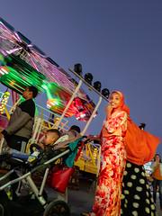 Menschen im Olympiapark Sommer 18 - Party im Park (222).jpg (Ralphs Images) Tags: streetphotography moods mft menschen olympuszuikolenses ralph´simages stimmungen panasoniclumixg9