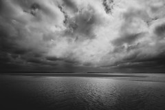 La Baie de Somme (Mathieu Noel) Tags: baiedesomme lecrotoy picardie somme sea englishchannel manche noiretblanc blackandwhite sky mer