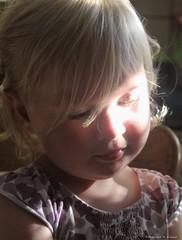 Die Süße (kislat.karin) Tags: kind child blond licht sonne sun porträt sonnenstrahlen