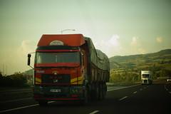 MAN F2000 32.270 Euro2 Sleeper - S.S. 39 NOLU İNEGÖL MOTORLU TAŞIYICILAR KOOP Inegöl, Türkiye (Celik Pictures) Tags: truckspotting spottingtrucks spottingroadvehicles spottingvehicles wheelsturning truckwheelsturning vehiclewheelsturning movement movingvehicles vehiclemoving yürüyenaraçlar harekethalindekiaraçlar rijdendvoertuigen agirvasita trucks vrachtwagens camion tir kamyon lkw lorry lastbilar lastwagen highway freeway autobahn snelweg otoban spottingtrucksinasia spottingtrucksintürkey gateofasia centralasia d200 otoyolu o5 o6 istanbul inegöl bursa hersek osmangazi köprusu fsm fatih sultan mehmet asma man ag gmbh maschinenfabrikaugsburg nürnberg 32270 euro2 euroii f2000 ss 39 nolu motorlu taşiyicilar koop seenintürkiye türkiye türkei turquie shootedonhighway shootedfromhighway shootedfromcar vehiclespotting