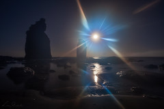 Somewhere in a distant galaxy (Luc Stadnik) Tags: moonmoonset effect optical flare haze beach night dawn reflection newzealand newplymouth